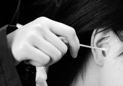 經常掏耳朵會引發癌症?清潔耳屎最好用棉籤