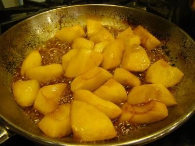 她把蘋果煮熟了再吃,人們笑她傻,一年後身體居然。。。