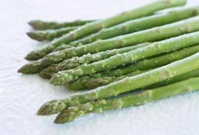 夏天的汗臭逼死人!少吃這9種讓你渾身發臭的食物!