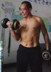 減肥60多斤,健身41年,67歲的他變身最老教練,這樣的人生燃爆了