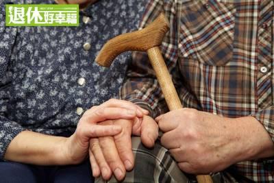 骨質疏鬆多見於45歲以後的女性!老骨頭常見的4種狀況~避免跌倒好重要!