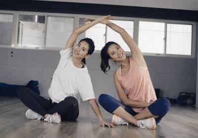 一個人運動就是會想偷懶啊!那就找姊妹一起做雙人閨密運動吧