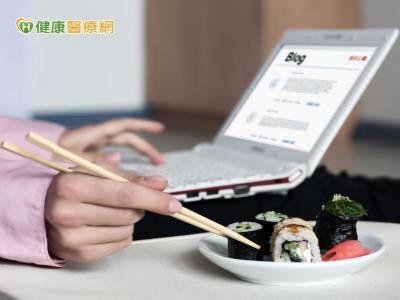 驚!筷子握不住 竟是頸椎壓迫神經