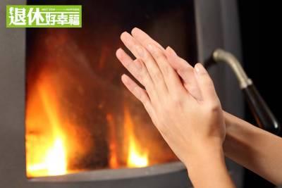 夏天雙手冰冷,代表「內臟虛」?!只要「一個動作」,內臟就可以變得暖和!