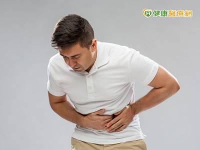 進食同時感覺飢餓 飽脹 當心胃潰瘍上身