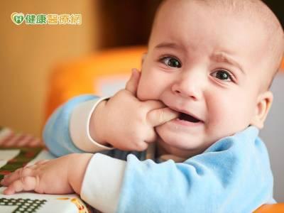 大人「臭嘴角」 不要隨便抱小孩親親!
