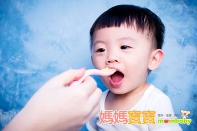 只要喝2瓶養樂多,含糖量為4大卡!如何避免小寶貝吃進太多糖分呢?