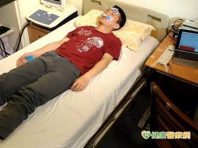 睡眠檢查在家做! 陽明首創無線睡眠記錄儀