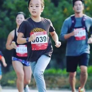 她只有11歲卻痴迷擼鐵,還擼成了世界小網紅,這個女孩震驚了健身圈....