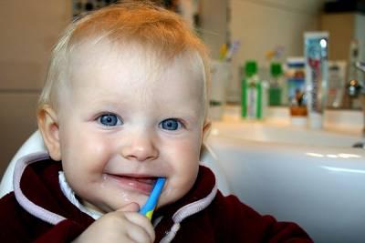 每週3次黏土刷牙,預防牙齦萎縮