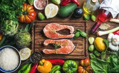 最新科學研究顯示,地中海型飲食雖健康,但對這「特定2族群」竟然更有效益!