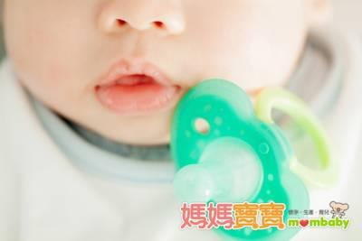 奶嘴可能會影響語言發展!如何戒除奶嘴,專家教你小撇步...