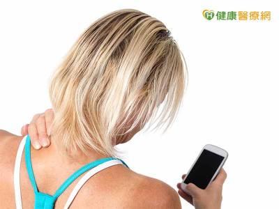 低頭族後頸不適 局部瑜伽能緩解
