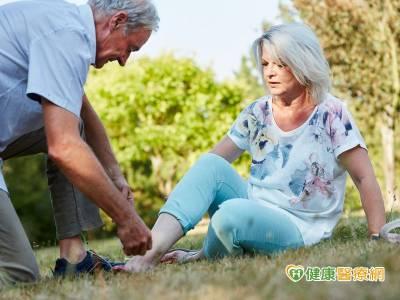意外跌倒傷脊髓 減壓和固定手術助恢復