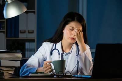 熬夜更容易得癌症,這是真的…熬夜還會引起視力下降 記憶力下降 頭痛 失眠 皮膚受損 容易抑鬱等等,還可能降低免疫力,更容易導致.....