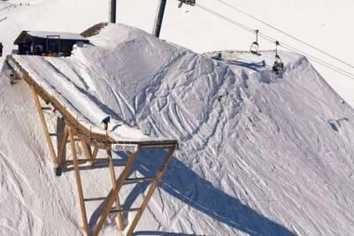 新極限運動!山崖外搭建跳台 滑雪結合高空彈跳
