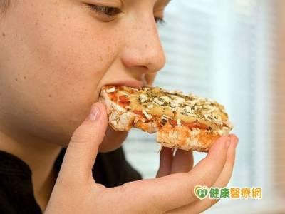 營養過剩恐性早熟 兒童長不高