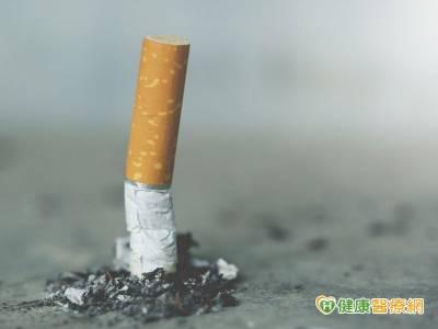 仰賴電子煙戒菸 小心吸入更多尼古丁