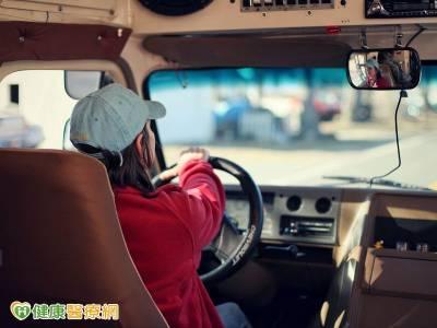 高齡職業駕駛要小心 心血管檢查通過再上路