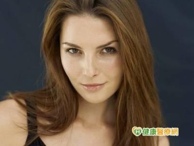 燙染秀髮不過度 潤髮乳可修復毛鱗片