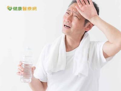 天熱喝水解渴 透析病患限水消暑這麼做
