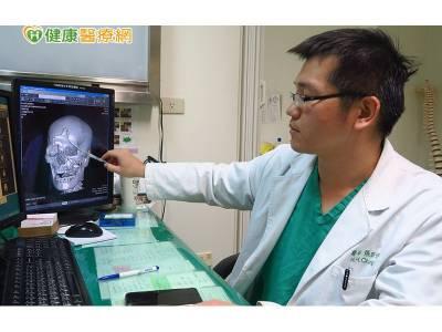 老翁車禍腦漿外溢 顱骨切除減壓手術救命