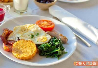 早餐吃夠蛋白質,有助減少脂肪合成?專家:這樣吃正確分配不NG