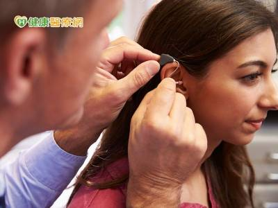 她配助聽器24年突失聰 竟是耳硬化症惹禍