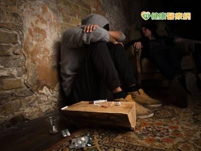 不堪心理壓力誤觸毒品 醫療協助有效戒治
