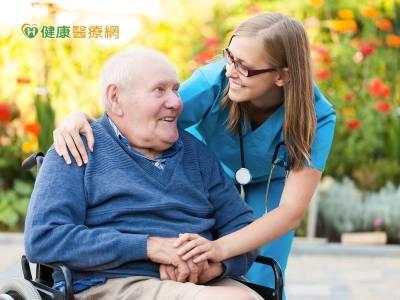 支持家庭照顧者 衛福部強化長照服務