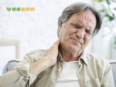 脖子莫名長大? 當心甲狀腺癌悄上身
