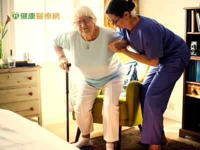 擴大外籍看護工 家庭喘息服務 12月上路