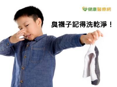 愛聞臭襪子會染病? 感染科醫師這樣說