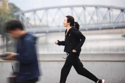 莫文蔚48歲腹肌 美腿如大學生!9個月戒「這些」身材逆天~「蘋果減肥法」必學!