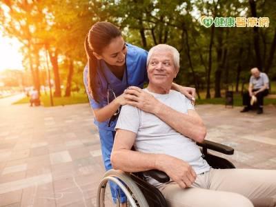 奇美醫居家照顧 長輩不怕變「三等」老人