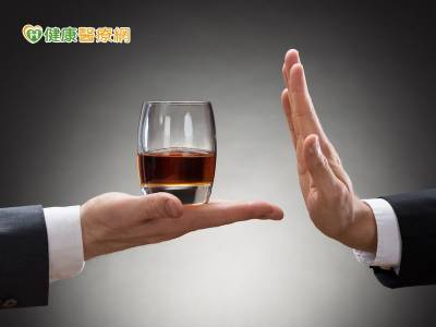 戒酒困難度高 藥物助一臂之力
