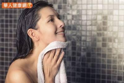 早上起床 睡前洗澡,體內濕氣排不掉?中醫師:體質才是關鍵