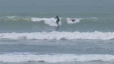 衝浪可減緩憂鬱!全球150海灘定期舉辦海灘派對