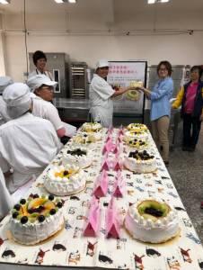 烘焙職訓班學以致用親手做蛋糕~獻給最想感謝的人