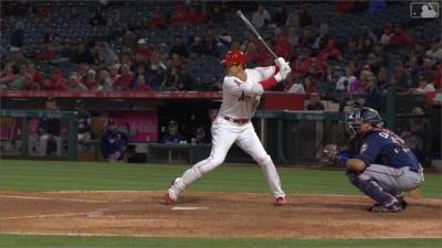 MLB/新人王兩樣情 天使大谷挨球吻 勇士阿庫尼亞雙響砲