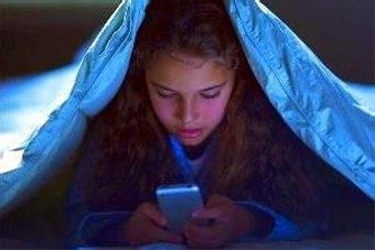 太可怕了!年輕人眼癌增三成!晚上熄燈後千萬不要看手機!請趕緊分享給身邊朋友~