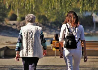 研究:照顧者中,約每四人就有一人處於「憂鬱狀態」!快陷入「照顧者憂鬱症」時,怎麼解決?