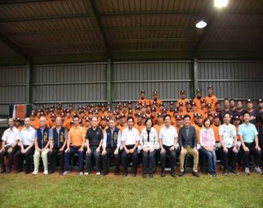 蔡英文訪台中西苑高中棒球隊訓練場 允打造優質環境