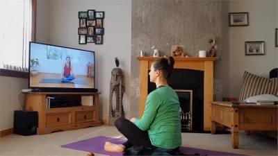 居家隔離也要顧身心健康!線上瑜瑜珈趕走負能量