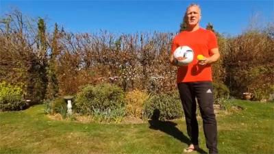 英國「2.6挑戰」創意多!足球拍網球 鍋鏟拍馬鈴薯都有