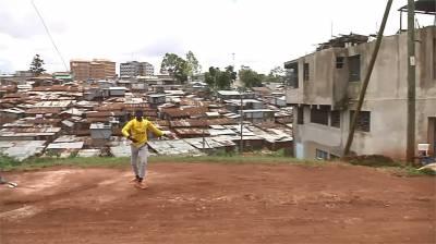肯亞貧民窟內苦練芭蕾 12歲男孩盼擺脫貧苦