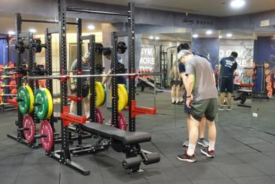 台北健身房教練課推薦-GO GYM健身俱樂部小巨蛋館,一對一教練課程運動更有效率,多元化百堂團課上到飽,價格平實環境設備超專業