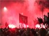 利物浦捧英超冠軍盃 球迷忘疫情聚集慶祝