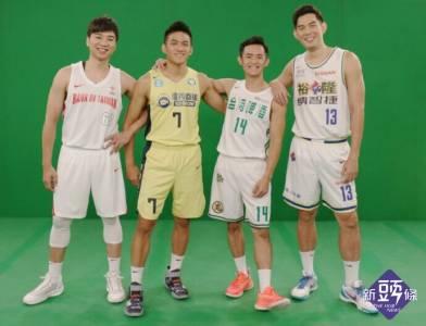 夏季籃球挑戰賽將登場,現場發送盧廣仲限量月曆