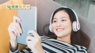 長期使用耳機 恐成「娛樂性聽損」高風險族群